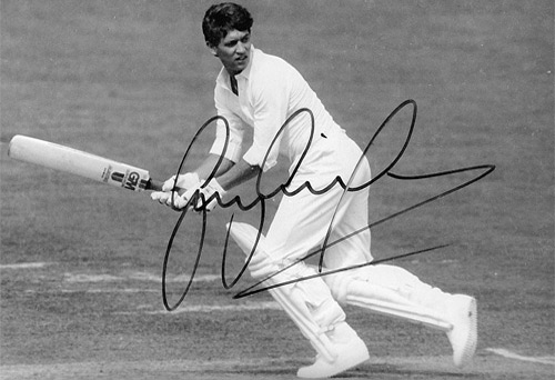 England football legend GARY LINEKER signed cricket photo.