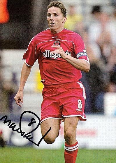 MATT HOLLAND (Charlton Athletic 2003-09) signed photo.