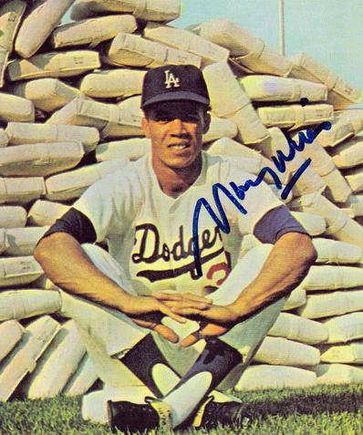 Dodgers base-stealing legend & '62 MVP MAURY WILLS signed card.