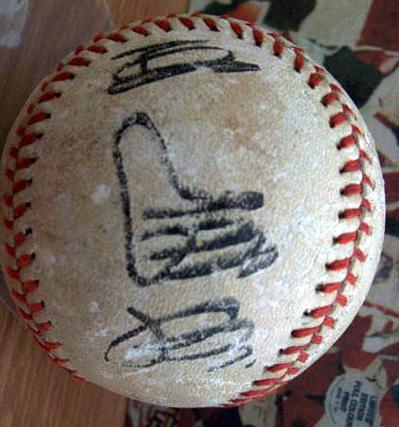 Yomiuri Giants baseball signed by Japan's home run legend SADAHARU OH 王貞治 (circa 1970s)